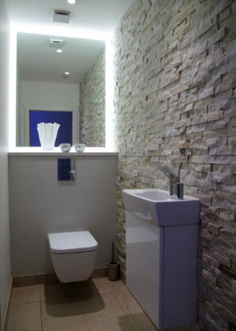 отделка туалет камень
