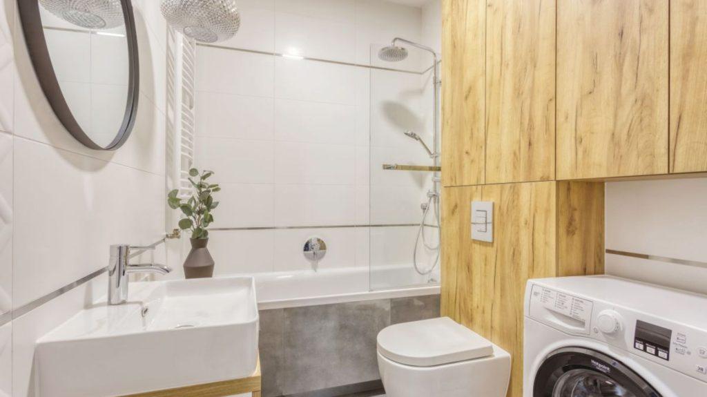укладка полов ванной