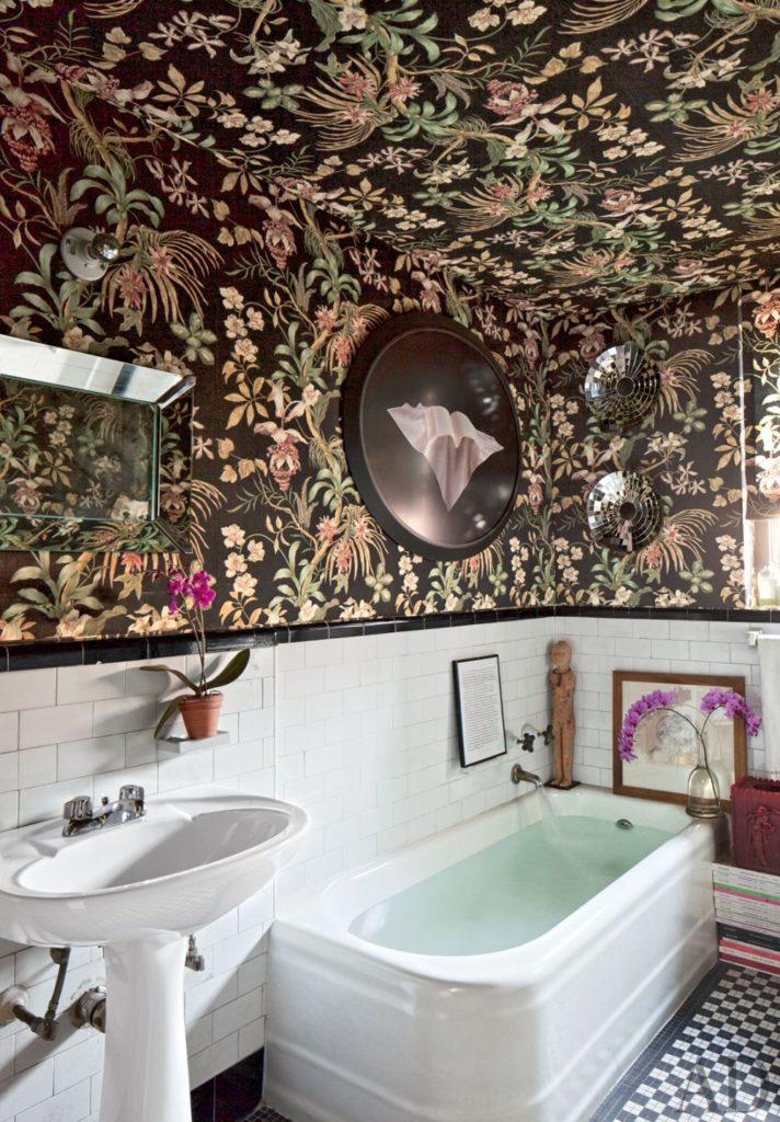стены в ванной обои
