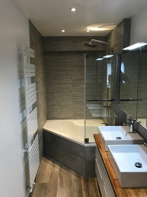 интерьер ванны с угловой ванной