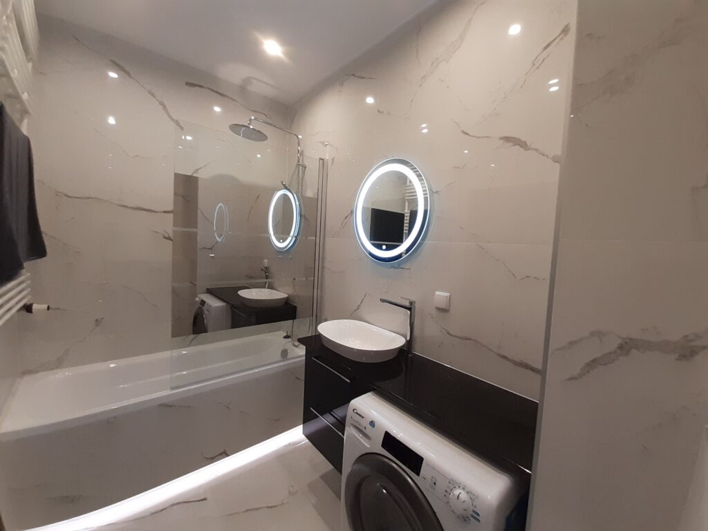 маленькая ванная со стиральной машиной
