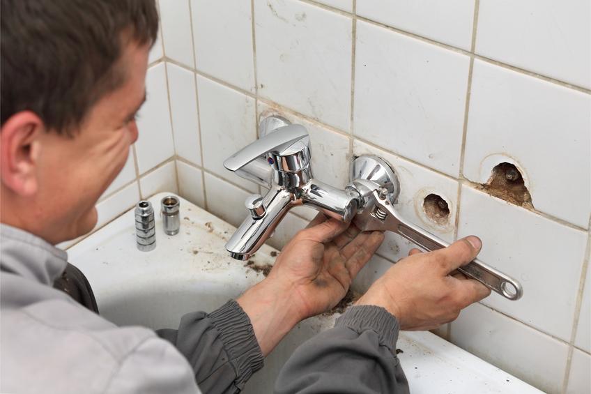течет кран в ванной как починить