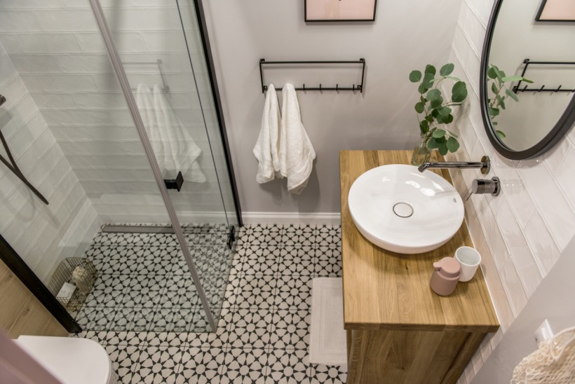 маленькая ванная комната без ванны