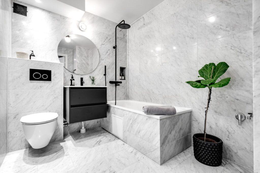 плитка ванной маленькая ванна