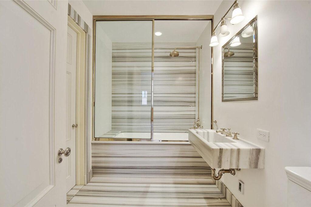 плитка под мрамор для ванной