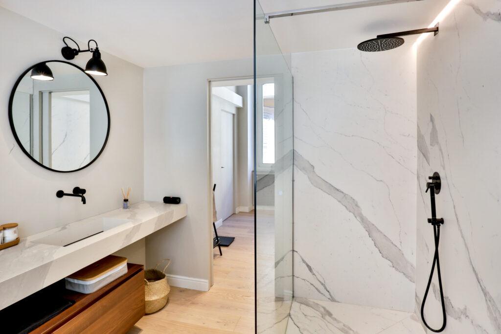 бра в ванную комнату над зеркалом