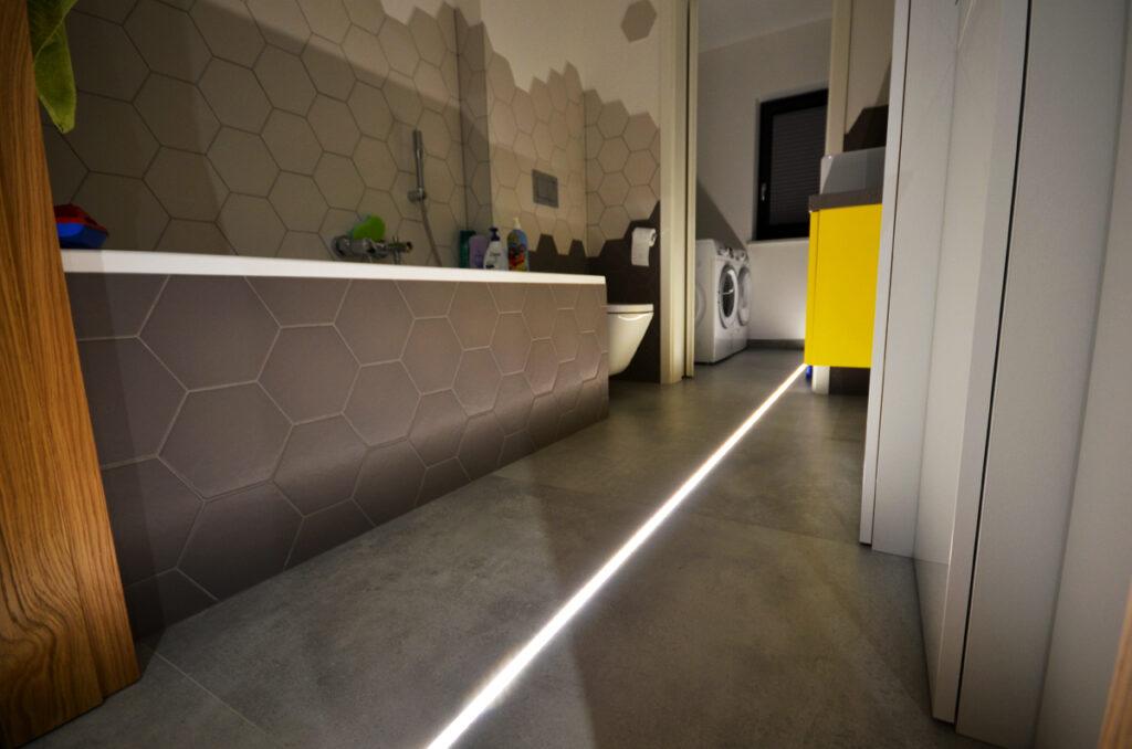 ванная комната со светодиодной подсветкой