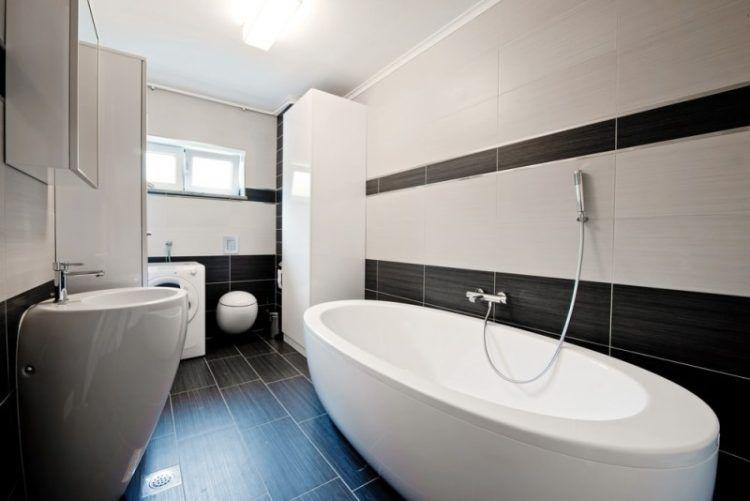 ванна в черно белом цвете