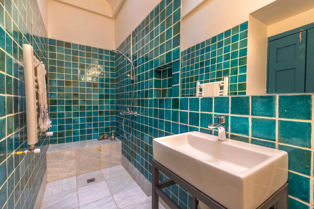 бирюзовая плитка для ванной